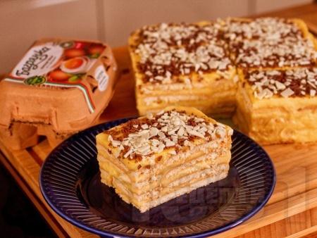 Класическа домашна бисквитена торта с крем Ванилия - снимка на рецептата